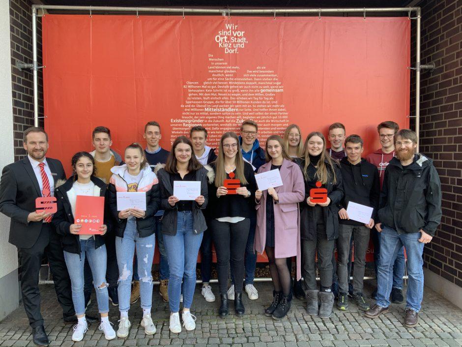 Städtisches Gymnasium aus Sundern räumt beim Planspiel Börse ab