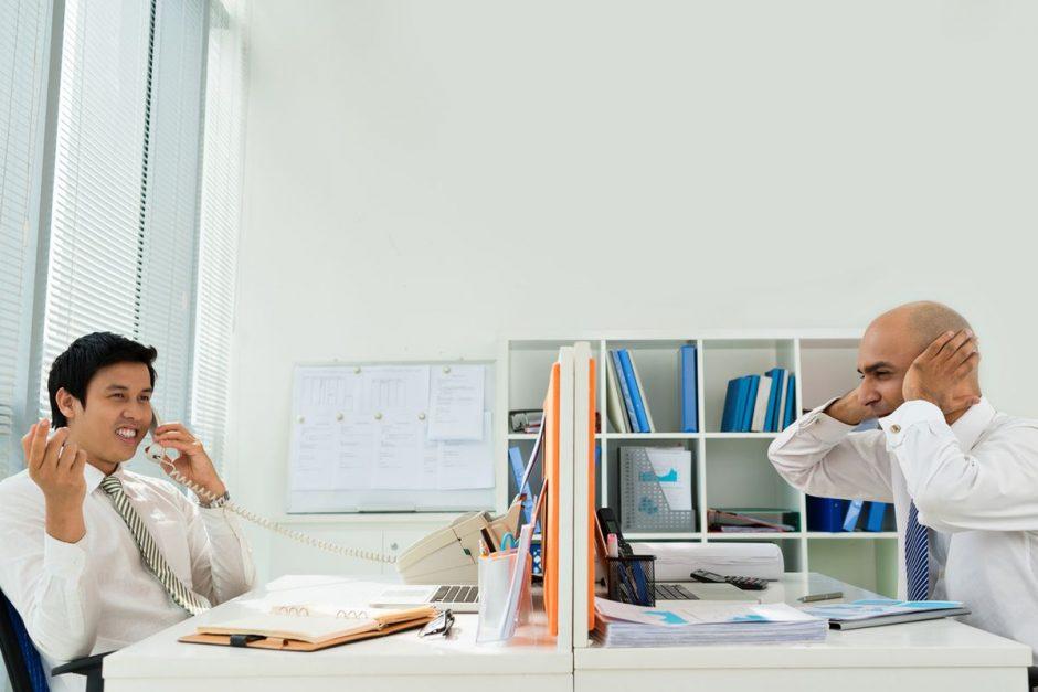Mit wenigen Schritten weniger Lärm im Büro