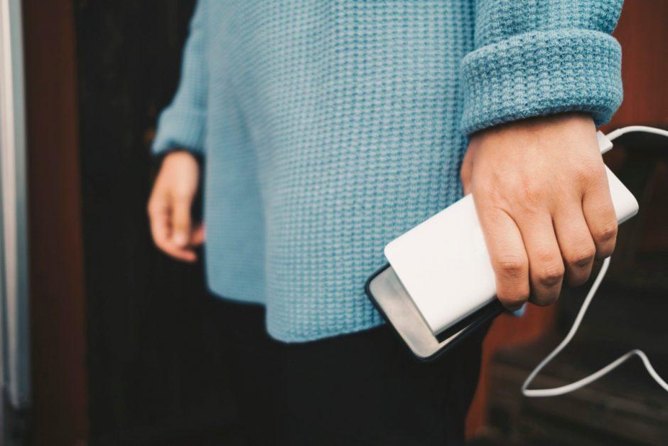 Smartphones unterwegs mit Strom versorgen